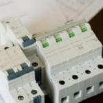 電気工事士と電気主任技術者の資格を活かせる求人に転職するには?